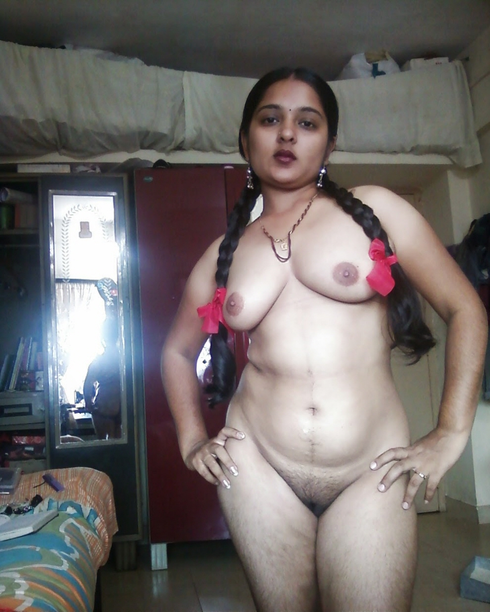 Sexy n Hot Babe in Desi Indian XXX Honeymoon Scandal