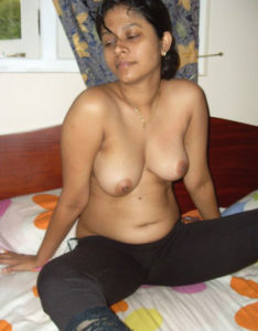 chubby babe nude tits