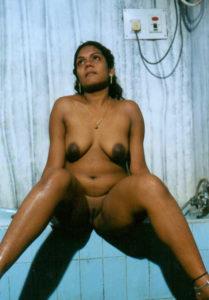 gorgeous nude desi babe