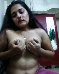 kinky gal nude boobs