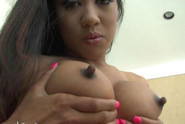 Desi indian aunty showing boobs 10
