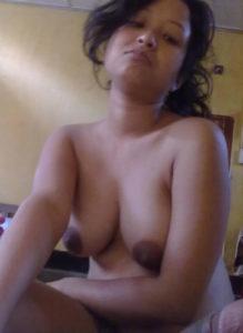 pretty babe bouncy boobs