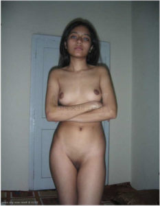 slim babe small boobs