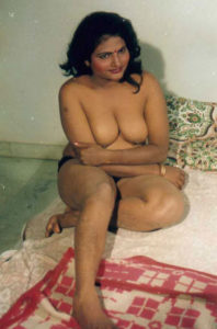 busty desi babe nude tits