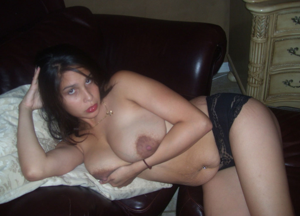 Not busty indian girl nude trouve dans