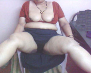 chubby indian hottie nude boobs