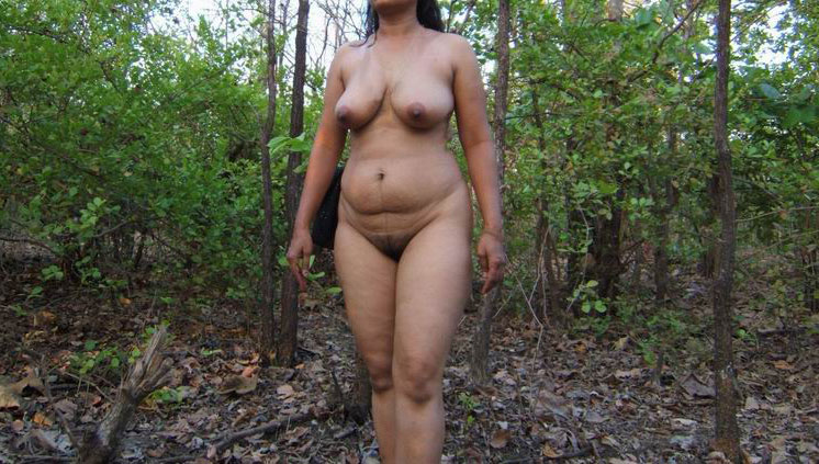 nude desi outdoor aunty
