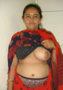 curvy indian babe nude boobs