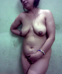 full nude chubby babe