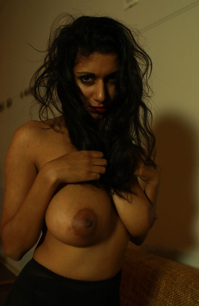 Hot indian babe get her pussy fingered