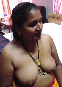 horny hottie nude tits