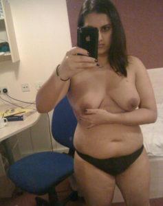 hot selfie curvy nude babe
