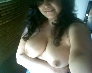 naughty babe nude tits