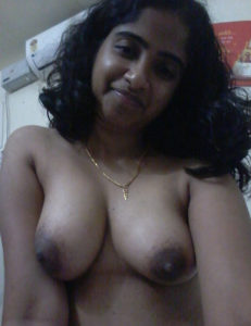 sexy babe nude tits