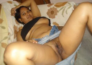 busty desi babe shaved cunt