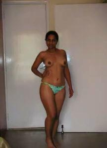 curvy babe nude tits