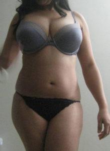 curvy desi babe huge tits