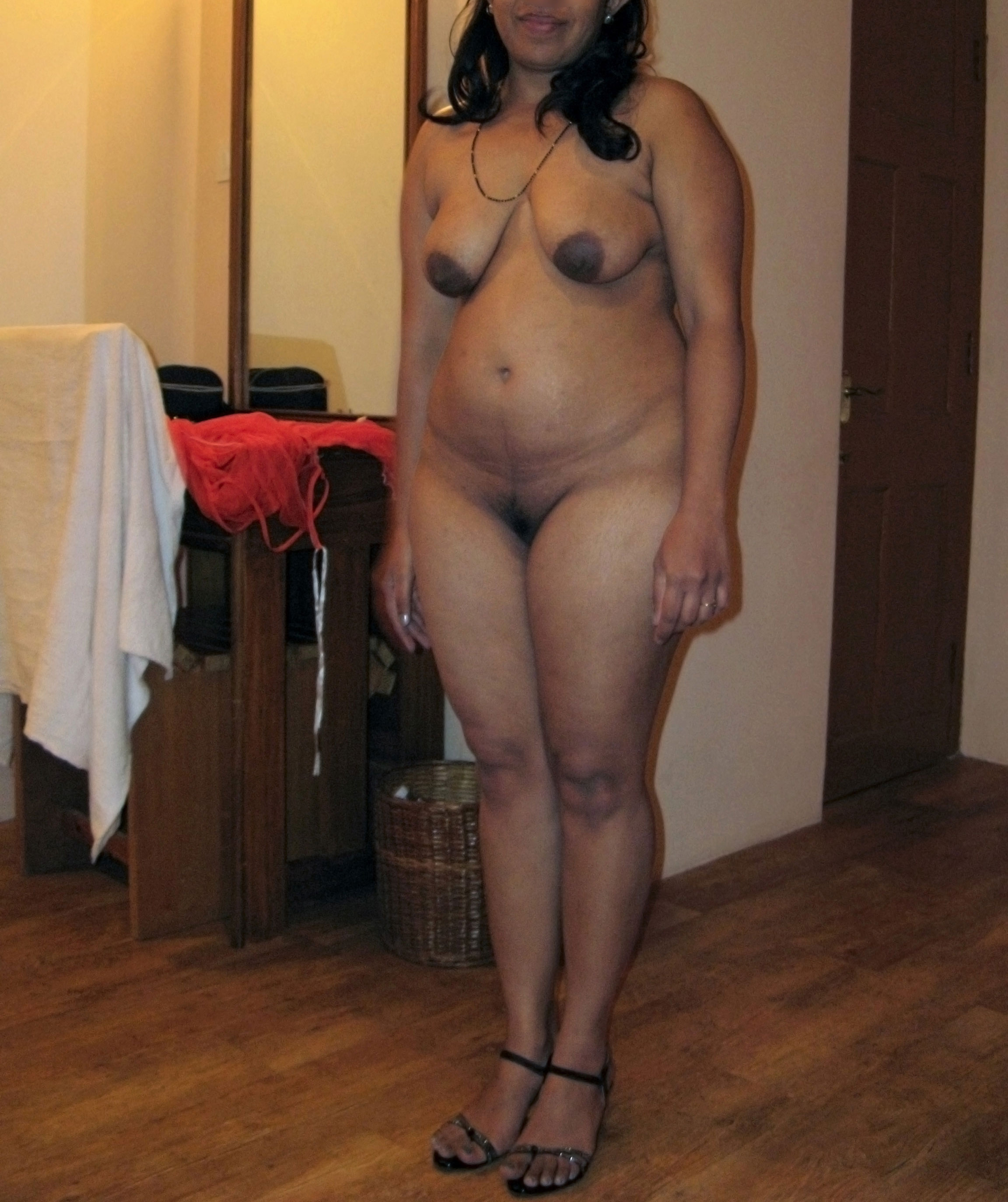curvy indian babe nude