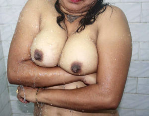 desi indian babe nude tits