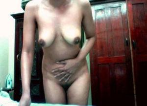 full nude horny babe