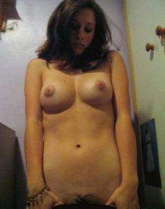 gorgeous babe nude boob