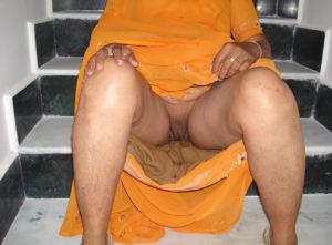 horny babe nude pussy