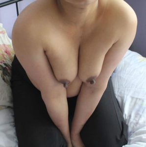 indian babe small nude tits