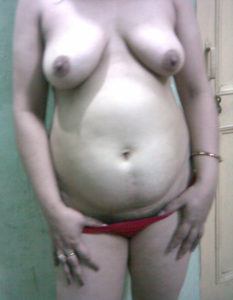 nude tits curvy babe