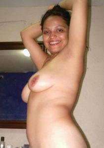 nude tits curvy babe