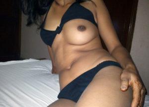 nude tits curvy hottie