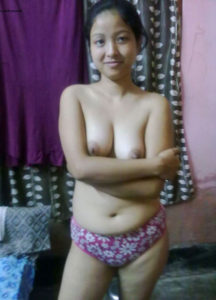 petite hottie nude tits