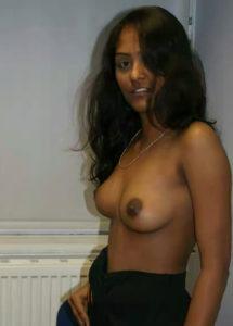 pretty desi babe nude tits
