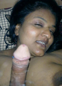 pretty desi babe sucking cock