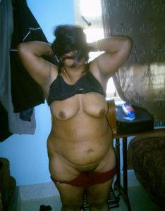 pretty nude cunt desi babe