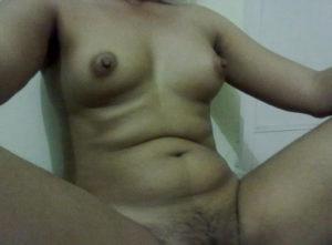 sexy babe nude boobs