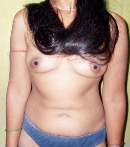 curvy desi hottie nude tits