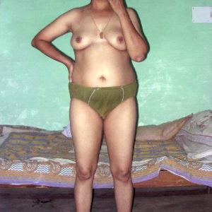 curvy hottie nude boobs