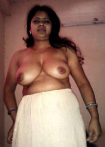 cute babe nude boobs