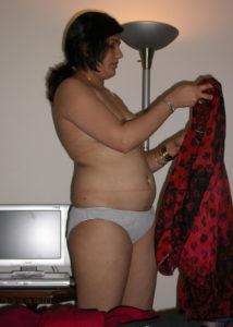 horny babe nude boobs