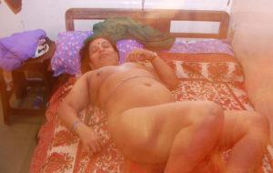 horny babe nude tits