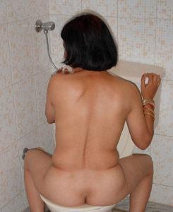 horny nude bum hottie