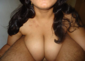 desi bhabhi showing cleavage