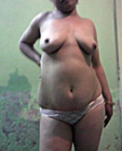 aunty naked boobs show