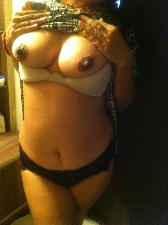 aunty sexy titts hot