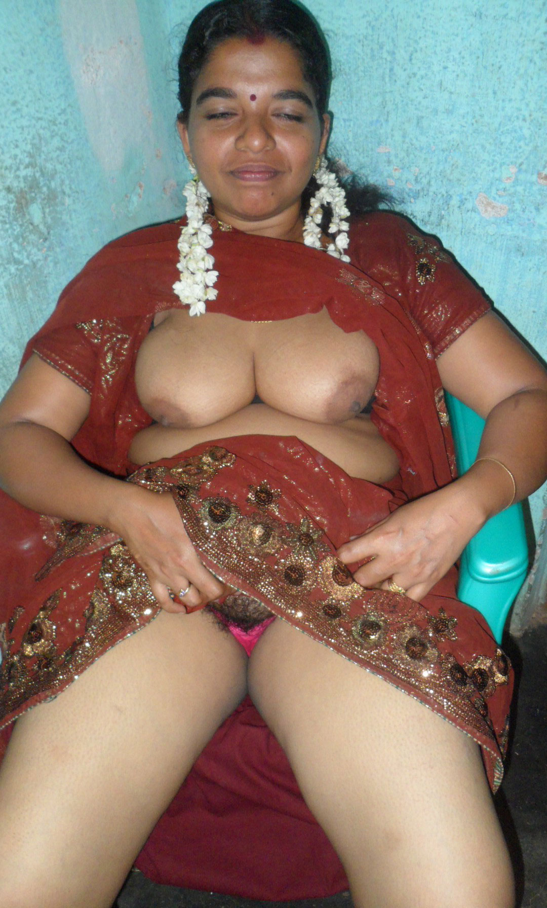 Indian Unmarried Babes Naked Boobs Porn Pics  Indian Porn -9530