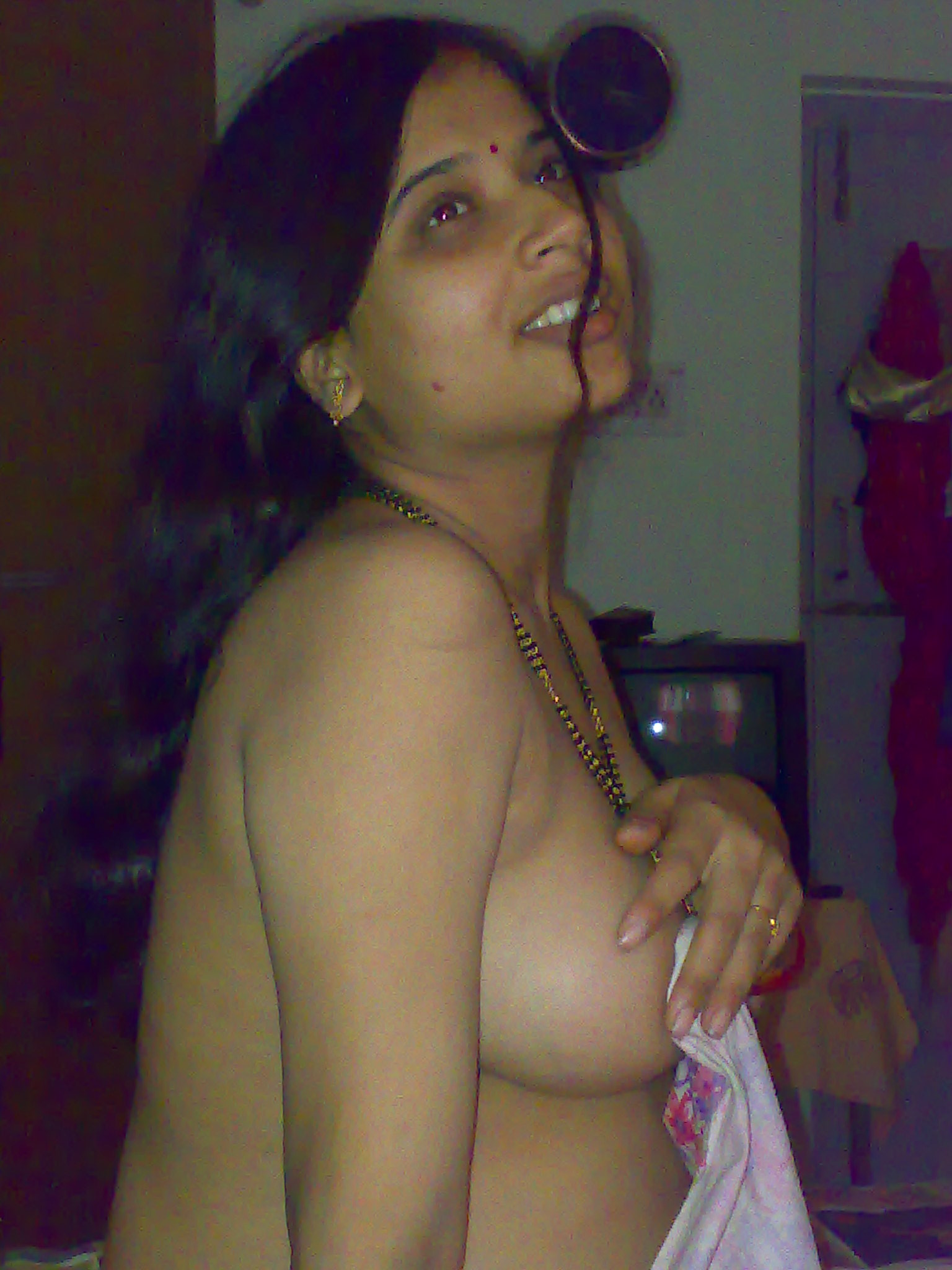 Does Bhabhi sexy boobs excellent, support