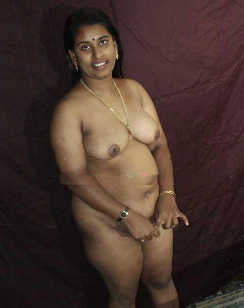 Cute nude aunty has