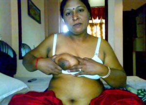 desi aunty nipple press xx
