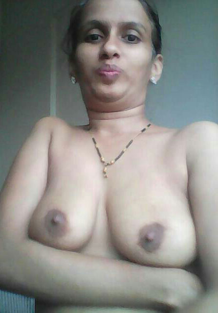 Desi aunty in saree showing boobs - 3 1
