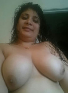 hot aunty boobs pic